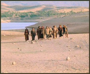 JESUS AND APOSTLES WALKING25